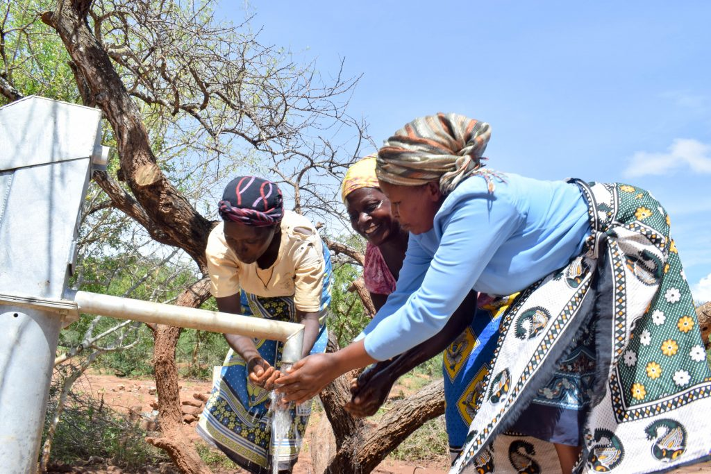 The Water Project : 10-kenya18201-clean-water