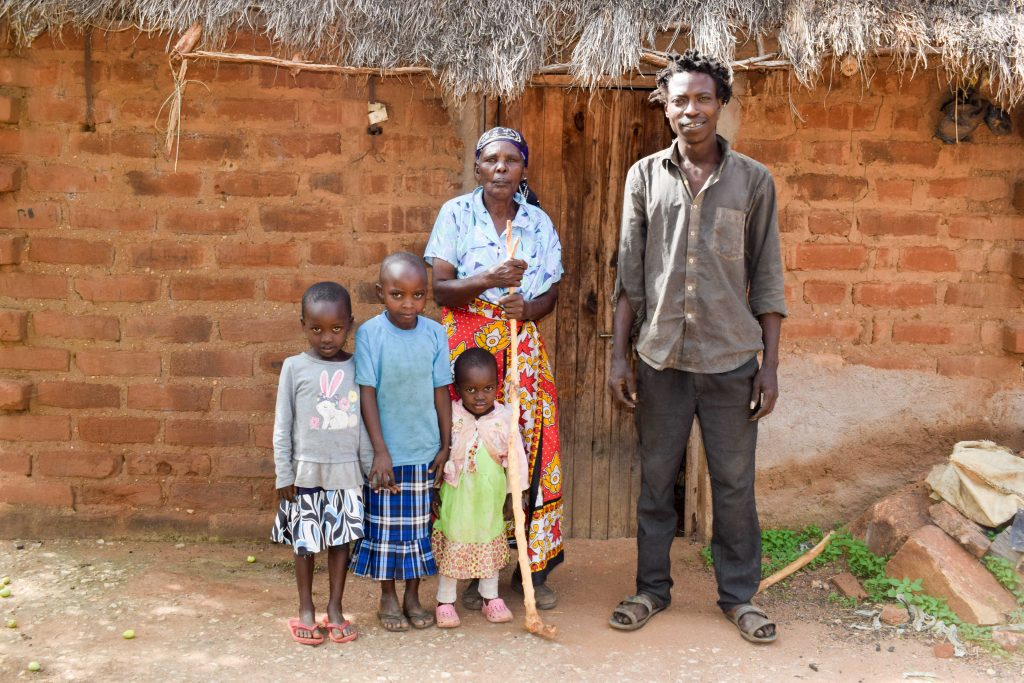 The Water Project : 2-kenya18201-mutunga-family
