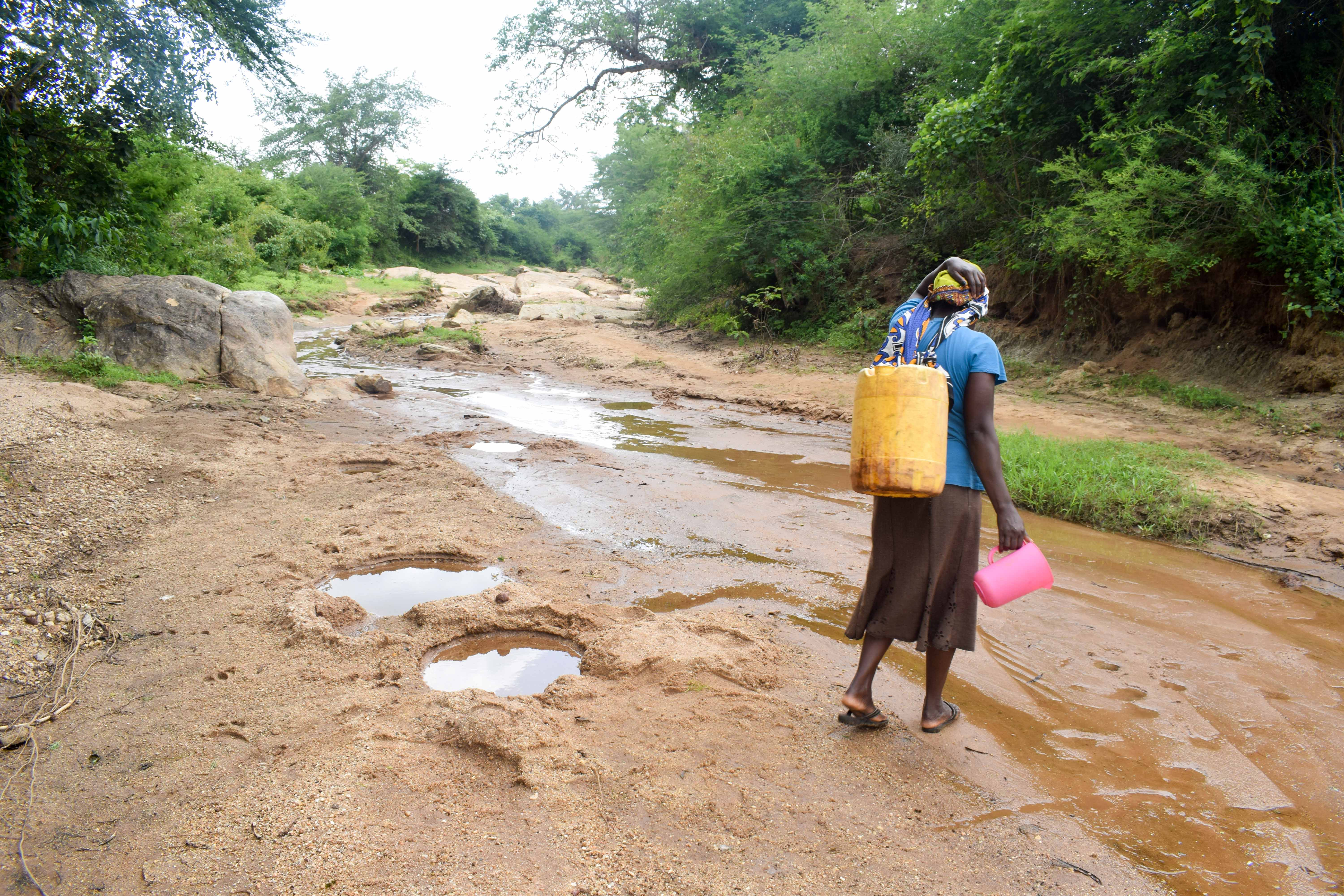 The Water Project : 6-kenya18203-carrying-water