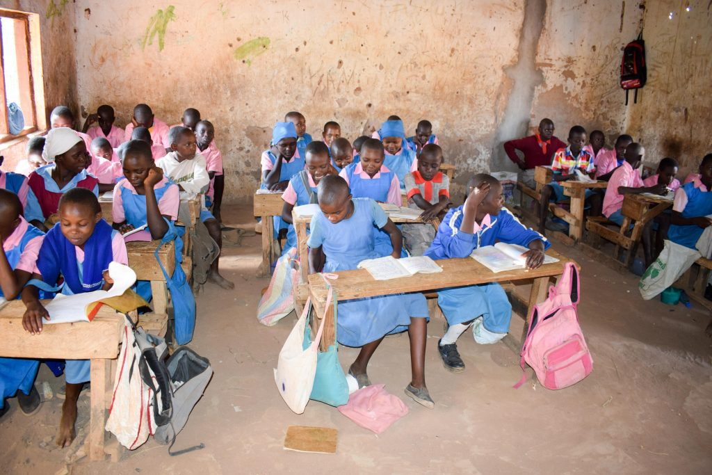 The Water Project : 7-kenya18236-students
