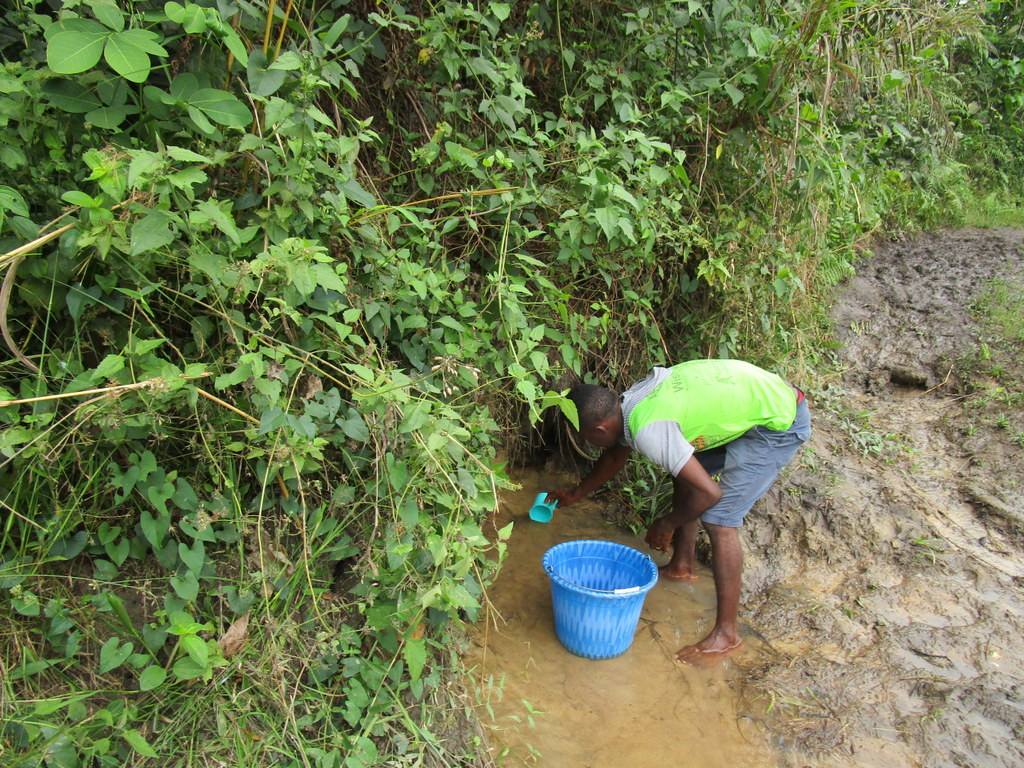 The Water Project : 7-sierraleone18262-fetching-water