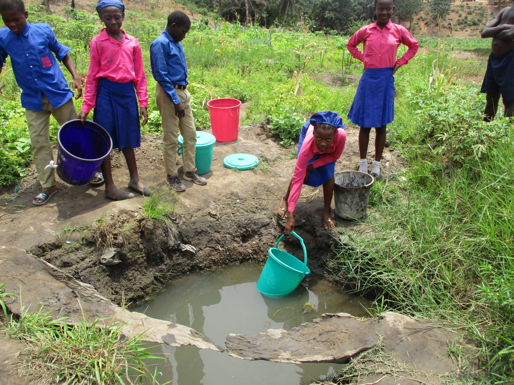 The Water Project : 8-sierraleone18263-students-fetching-water