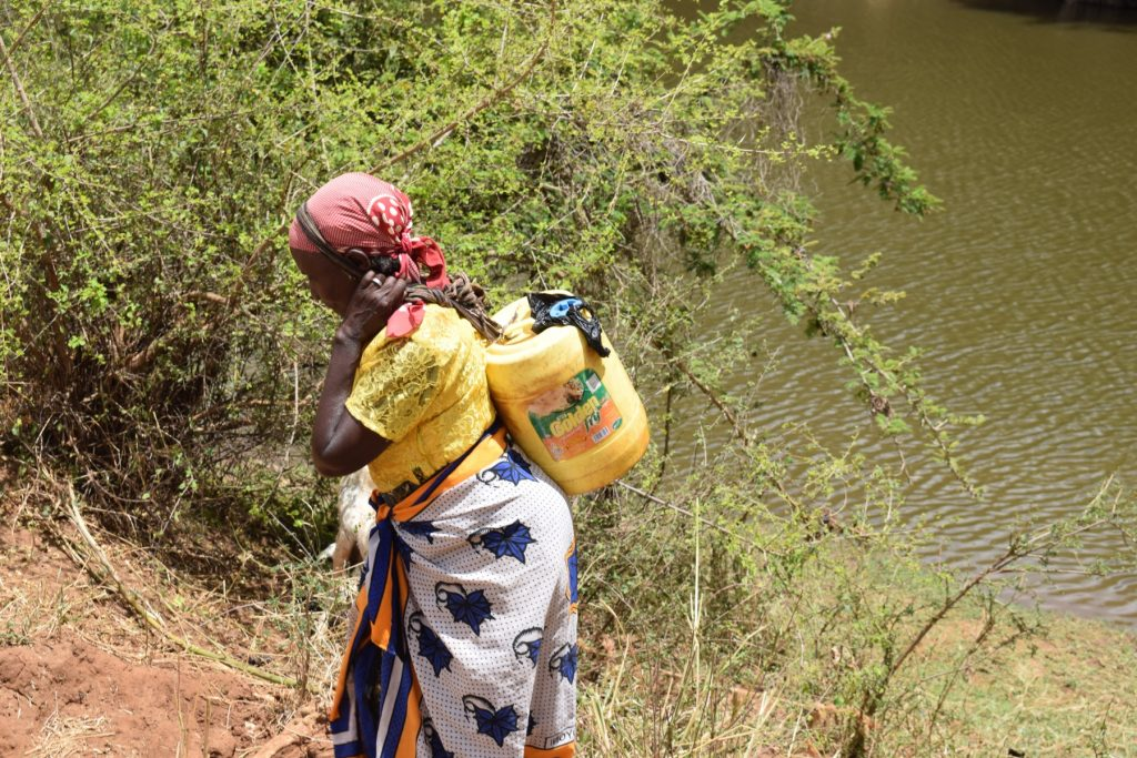 The Water Project : kenya18186-carrying-water