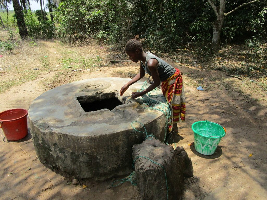 The Water Project : sierraleone18268-fetching-water