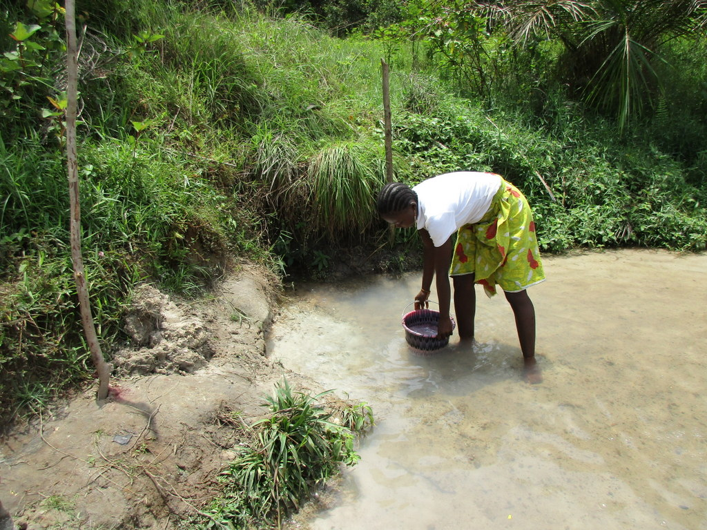 The Water Project : sierraleone18270-filling-bucket-with-water-from-open-source