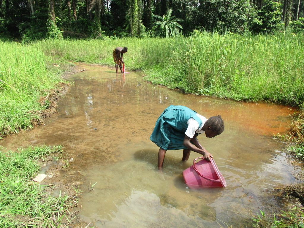 The Water Project : sierraleone18271-girl-fetching-water