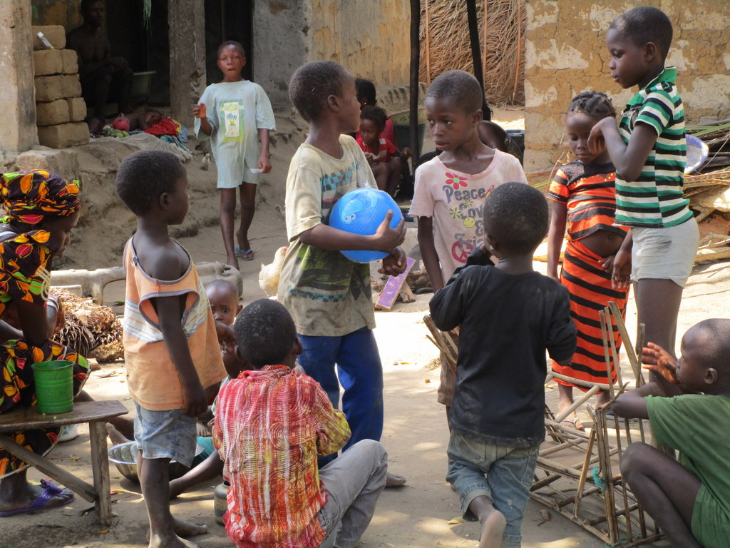 The Water Project : sierraleone18280-children-2