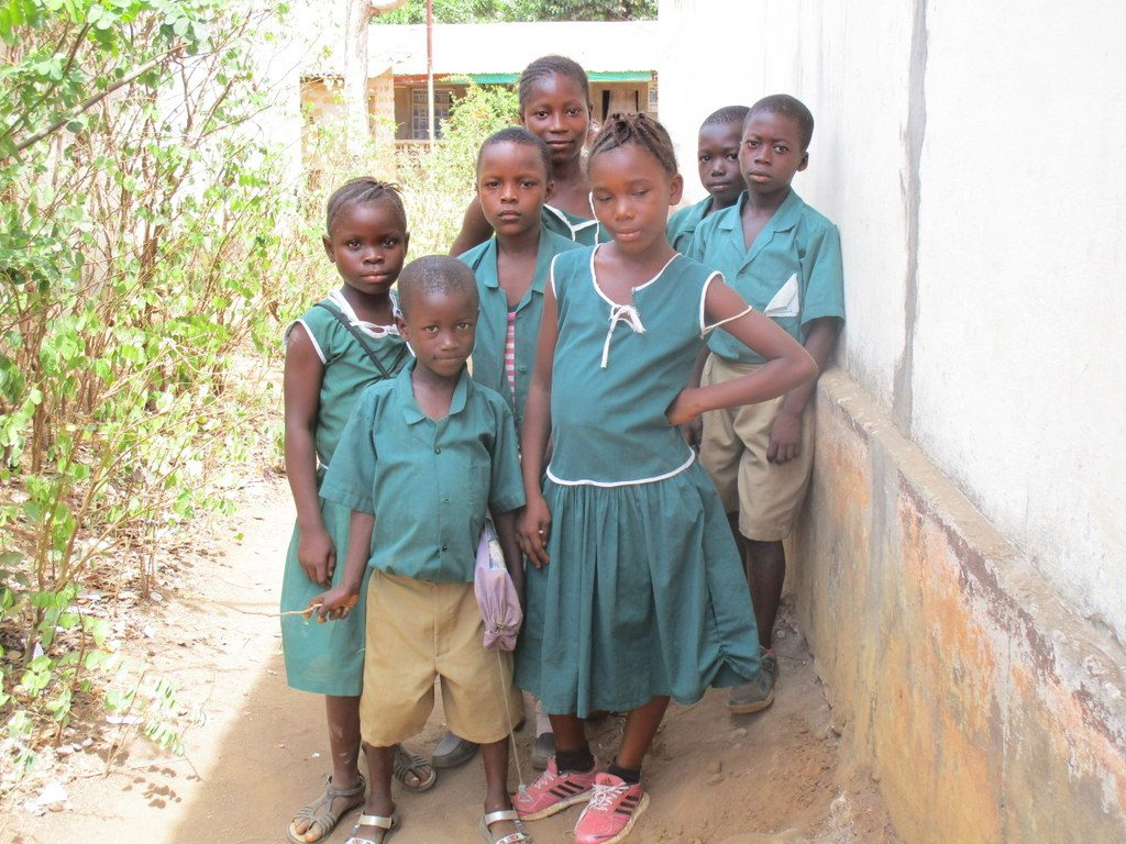 The Water Project : sierraleone18305-students-pose