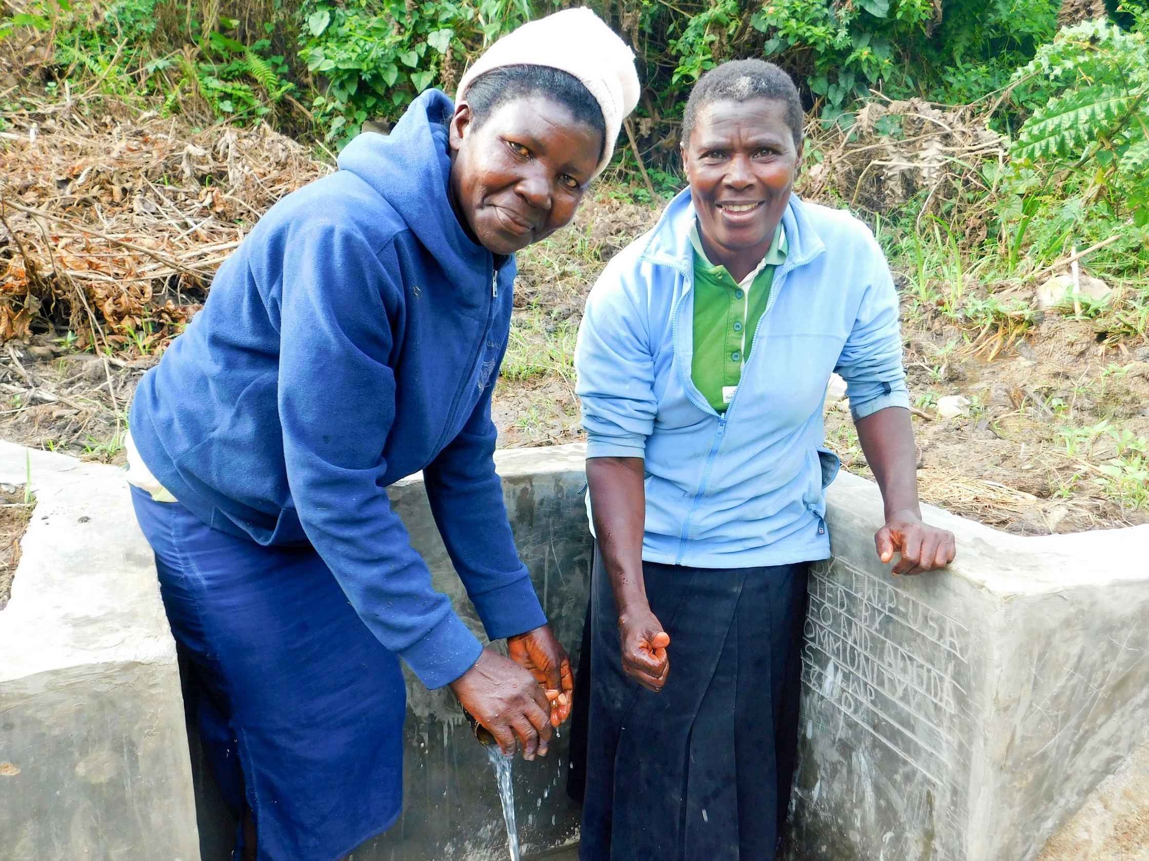The Water Project : 21-kenya18100-clean-water