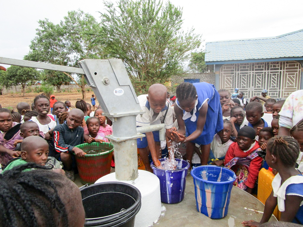 The Water Project : 25-sierraleone18278-clean-water