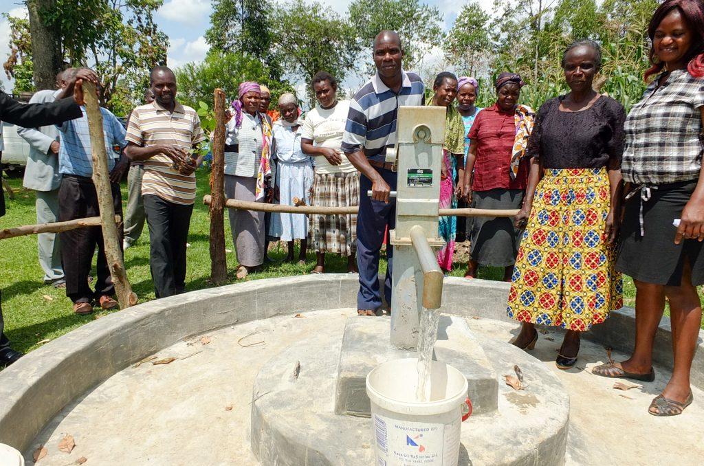 The Water Project : 30-kenya18287-clean-water