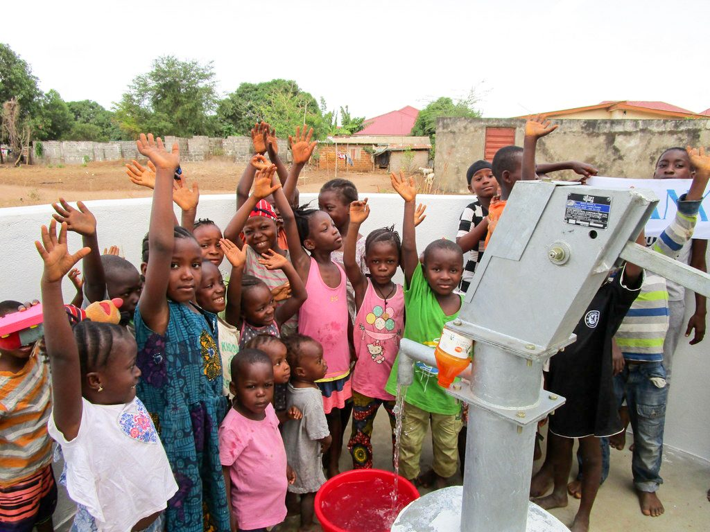 The Water Project : 30-sierraleone18254-clean-water