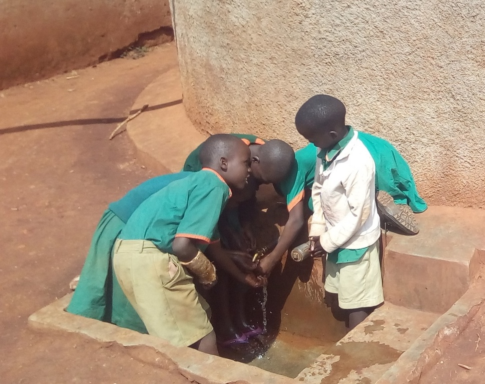 The Water Project : kenya4644-students-fetch-water