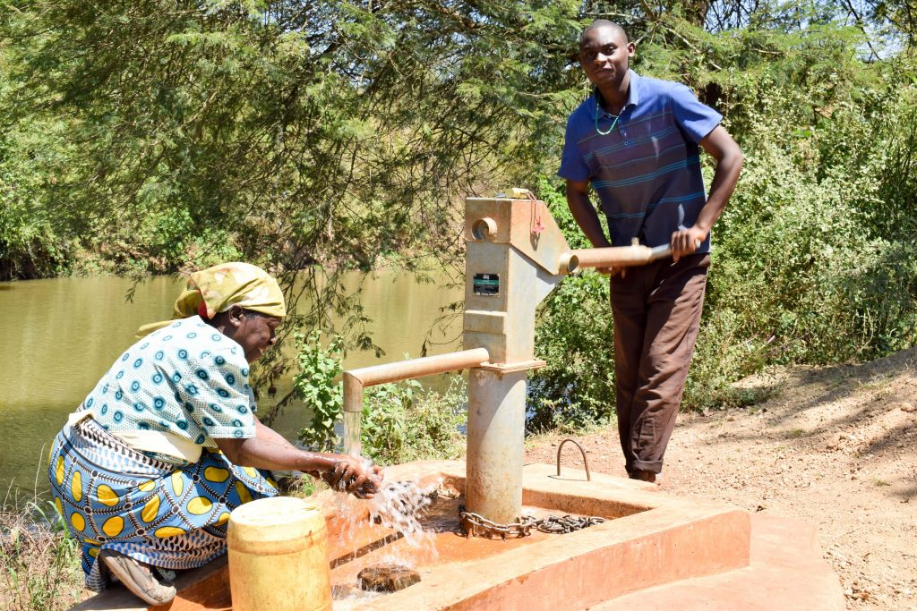 The Water Project : 2-kenya4762-a-year-with-water