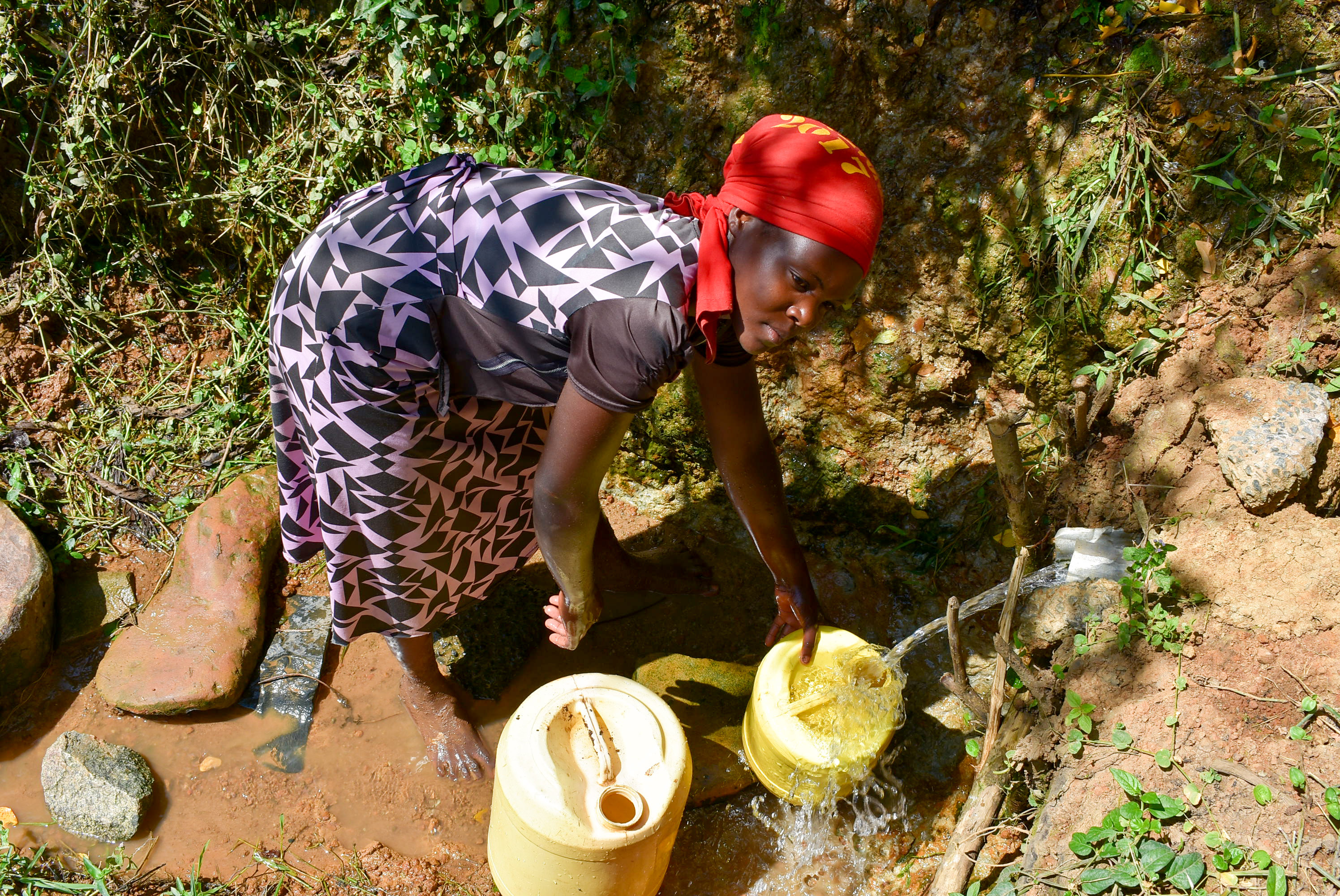 The Water Project : 3-kenya18313-jackline-fetching-water