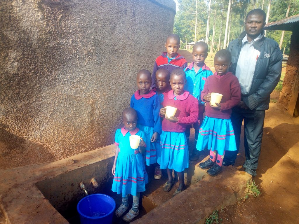 The Water Project : kenya4649-reliable-water