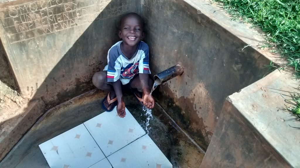 The Water Project : kenya4720-smiles-for-reliable-water