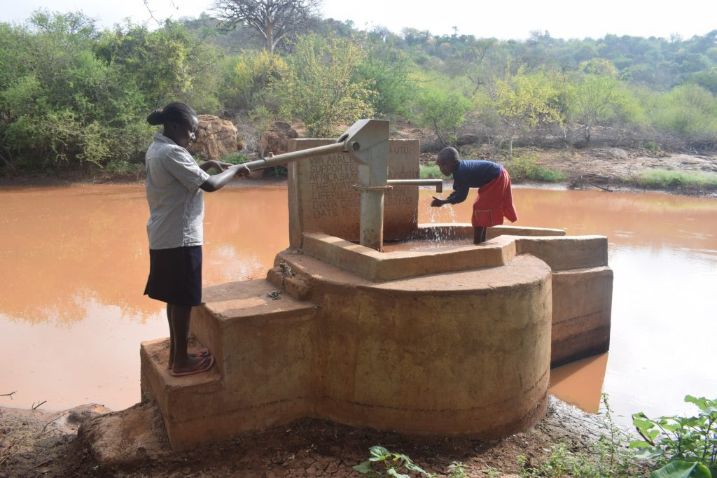 The Water Project : kenya4759-water-flowing