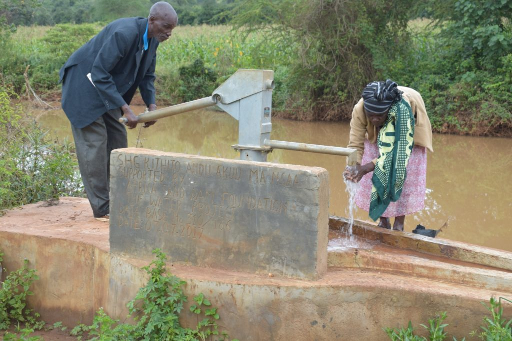 The Water Project : kenya4765-pumping-water