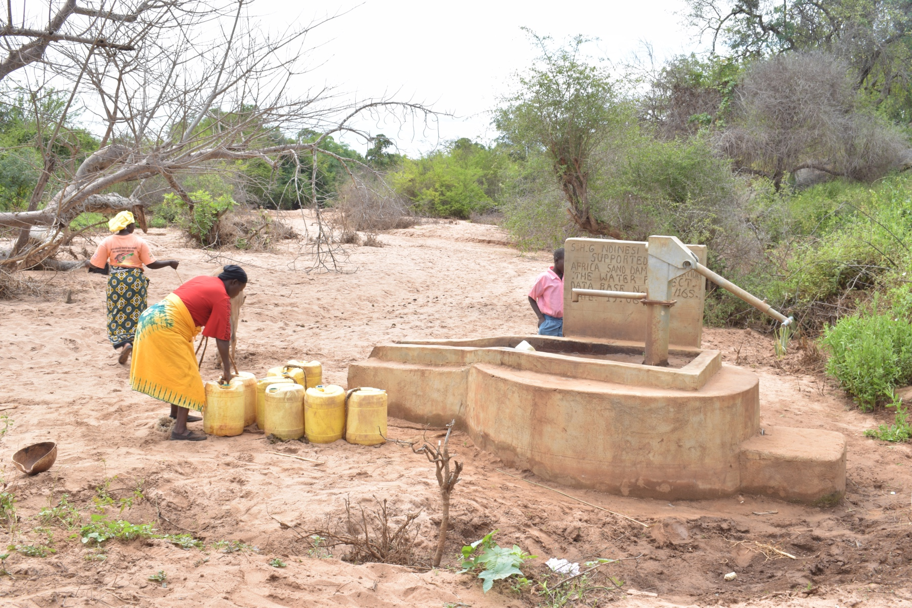 The Water Project : kenya4773-preparing-to-carry-water-home