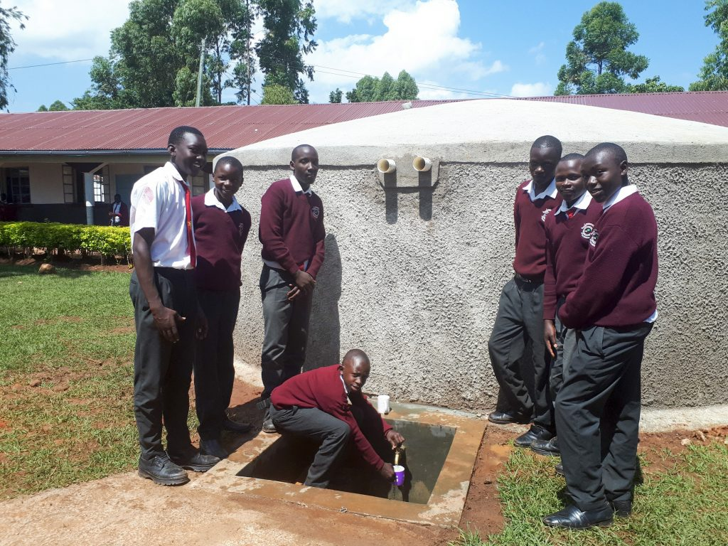 The Water Project : 27-kenya18050-finished-tank