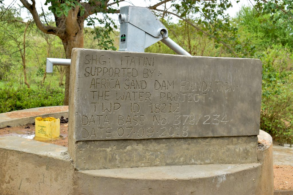 The Water Project : 12-kenya18212-finished-well