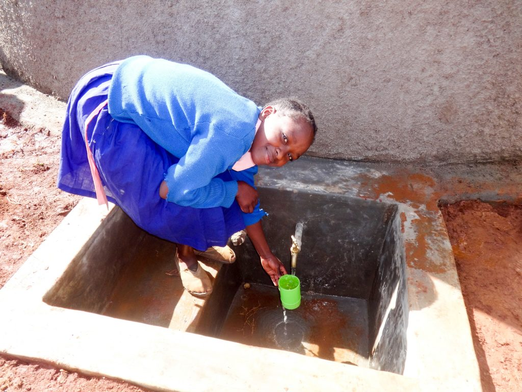 The Water Project : 26-kenya18004-finished-tank