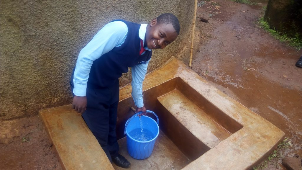 The Water Project : kenya4838-student-collects-water