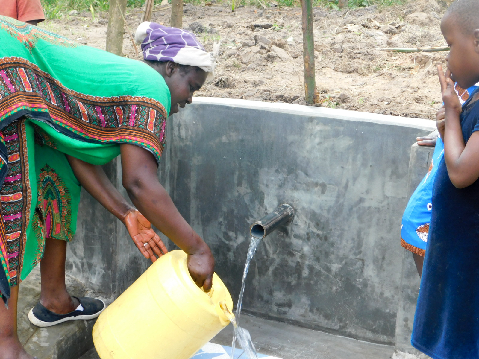 The Water Project : 24-kenya18312-flowing-water