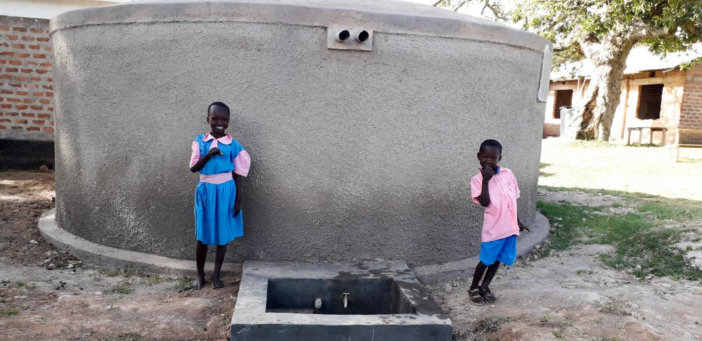 The Water Project : 29-kenya18051-finished-tank