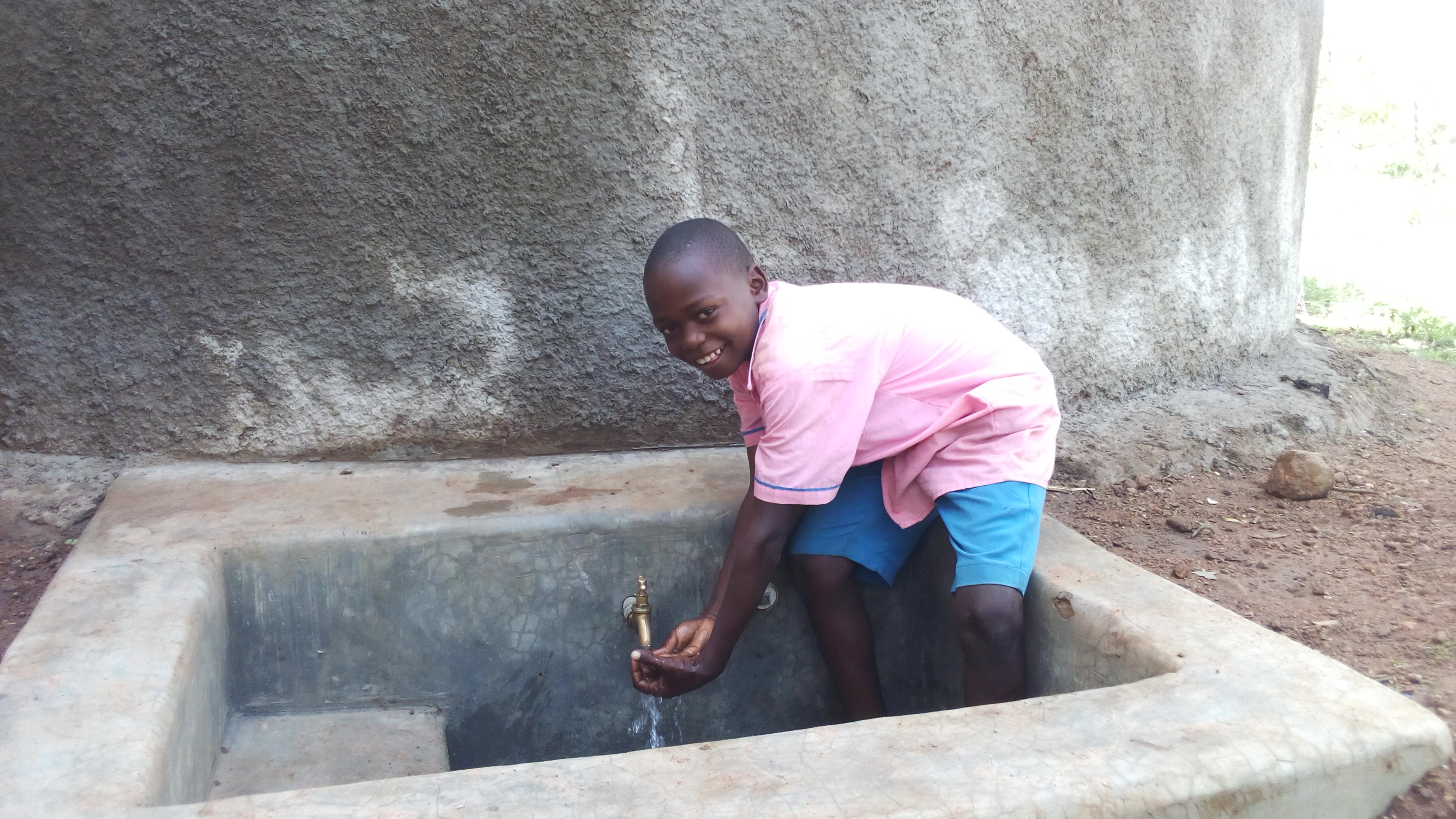 The Water Project : kenya4672-smiles-for-reliable-water