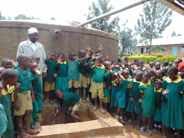 The Water Project : kenya4684-students-gathered-at-the-tank