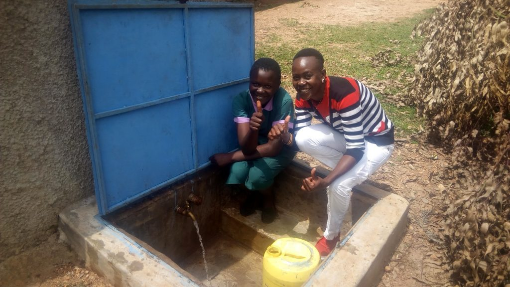 The Water Project : kenya4833-thumbs-up-for-reliable-water