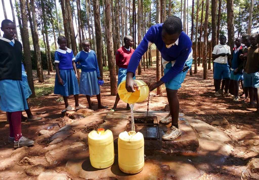 The Water Project : 14-kenya19021-fetching-water