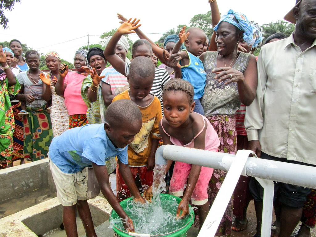 The Water Project : 25-sierraleone18283-clean-water-flowing