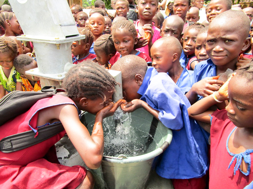 The Water Project : 31-sierraleone18281-clean-water-flowing