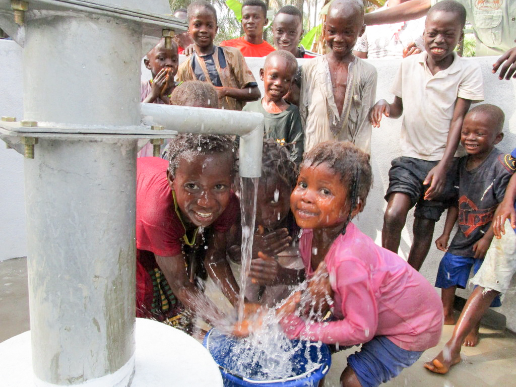 The Water Project : 32-sierraleone18257-clean-water-flowing