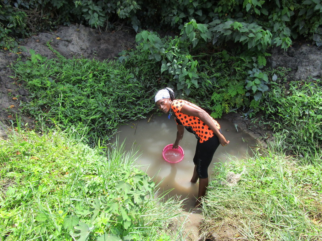 The Water Project : sierraleone19266-fetching-water-at-unprotected-spring