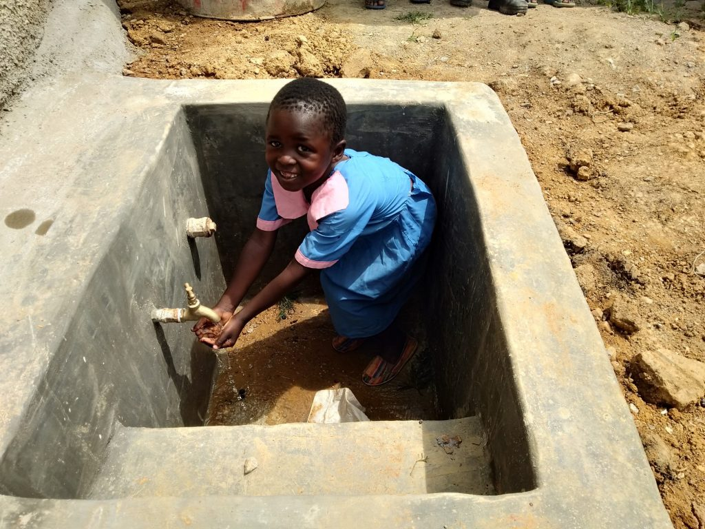 The Water Project : 28-kenya18071-flowing-water