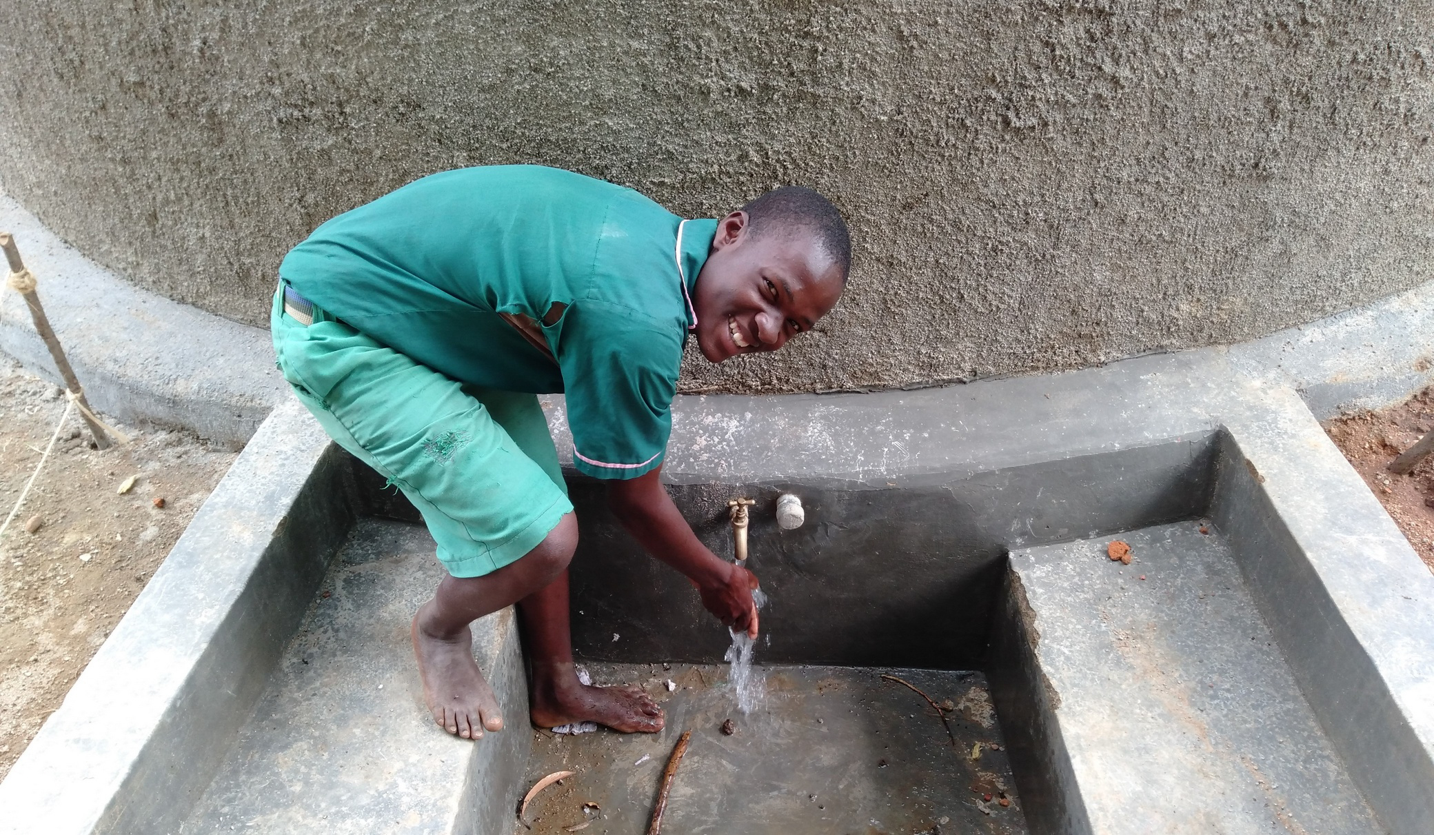 The Water Project : 33-kenya18079-flowing-water