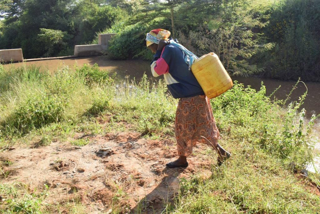 The Water Project : kenya19225-carrying-water