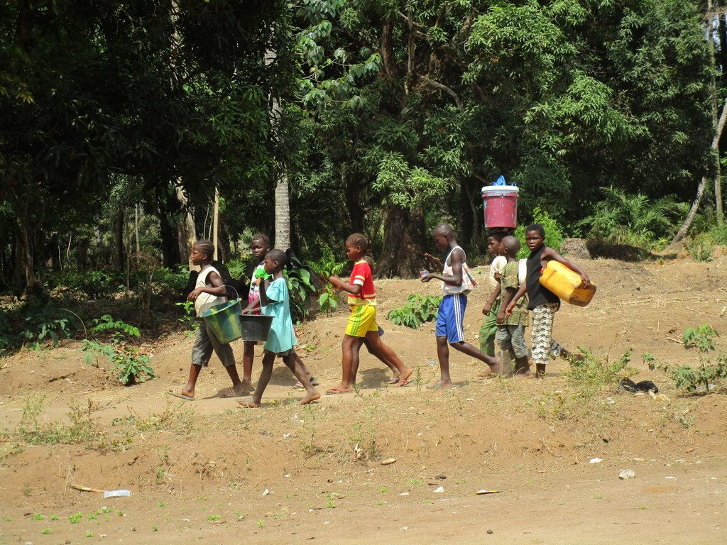The Water Project : sierraleone19255-kids-travel-to-fetch-water