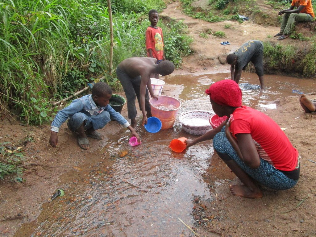 The Water Project : sierraleone19257-fetching-water