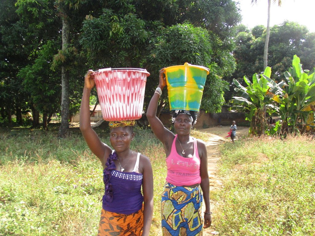 The Water Project : sierraleone19263-carrying-water