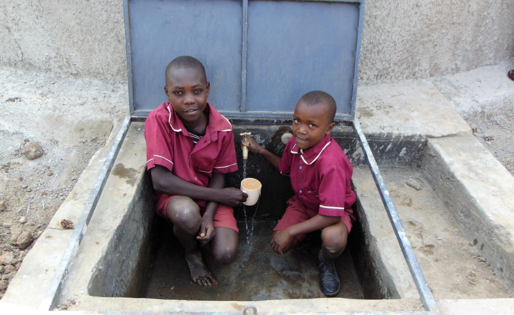 The Water Project : 32-kenya19001-flowing-water