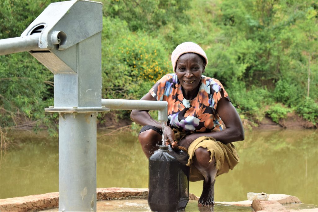 The Water Project : 5-kenya18215-flowing-water