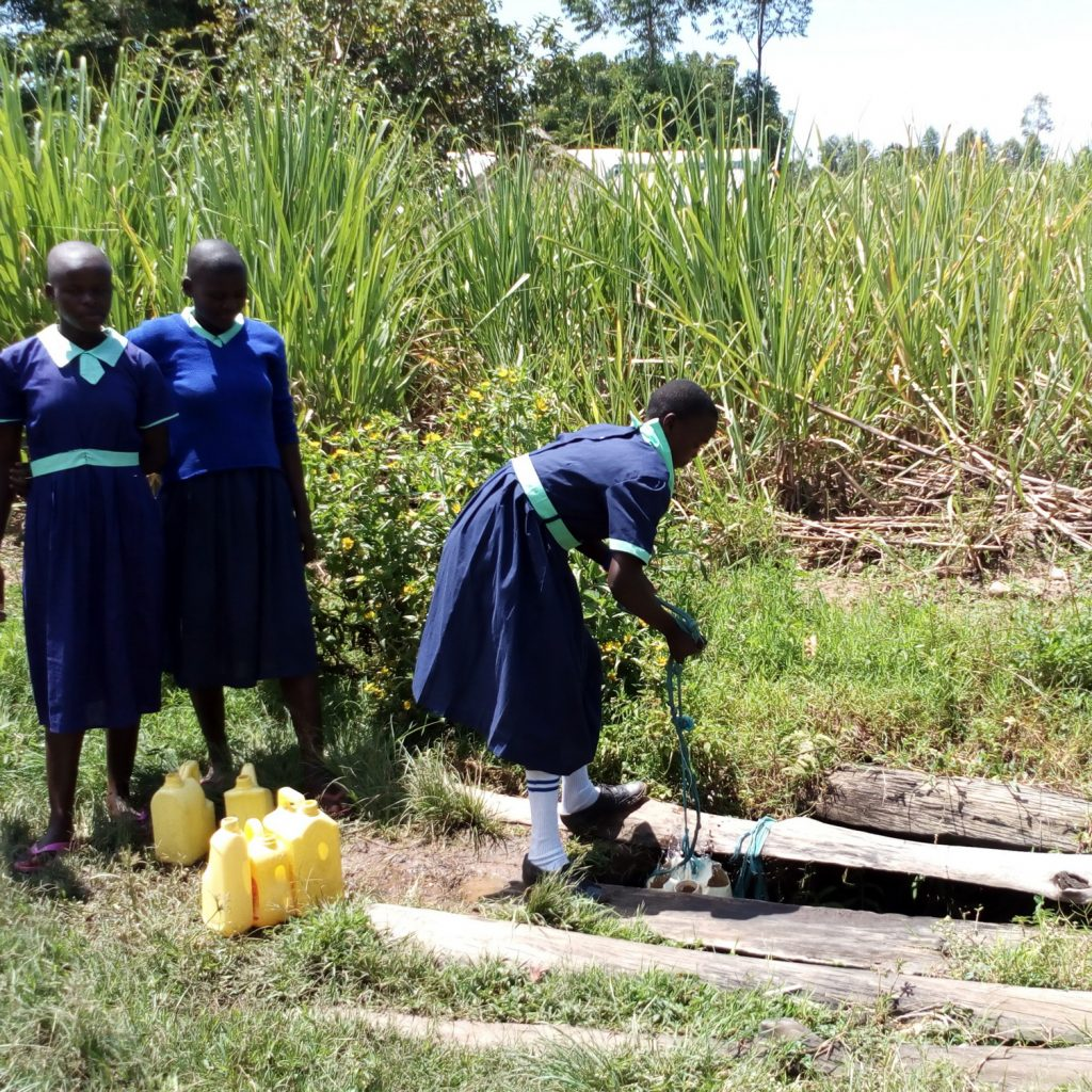 The Water Project : 9-kenya19073-the-open-well