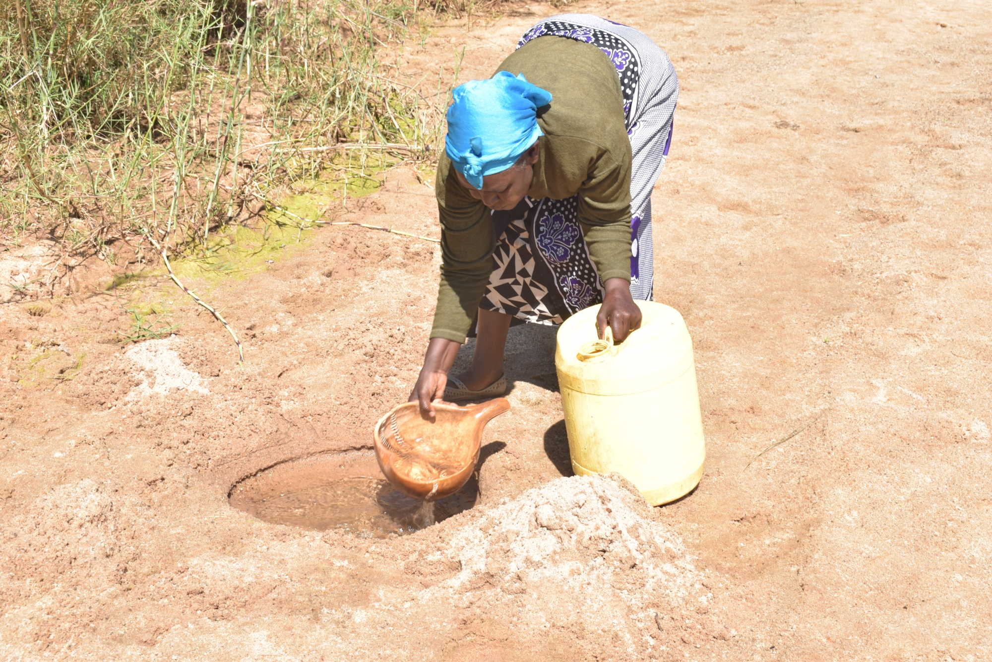 The Water Project : kenya19192-at-the-scoop-hole
