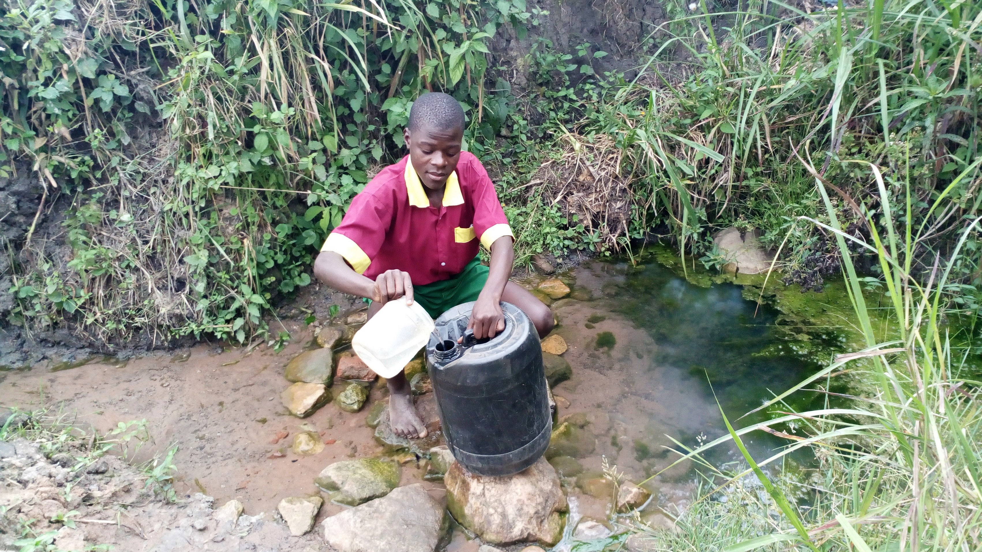 The Water Project : 10-kenya19079-at-the-spring-used-when-the-well-is-dry