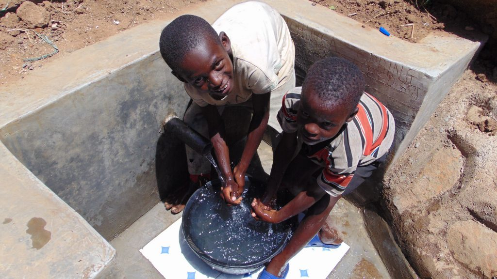 The Water Project : 28-kenya19104-flowing-water